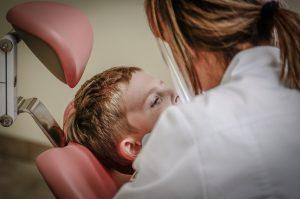 איך הופכים את ביקור של הילדים אצל רופא השיניים לחוויה חיובית?